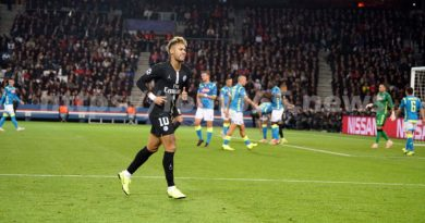 """PSG: 3 matches de suspension pour Neymar en Ligue des champions pour """"insultes"""" envers l'arbitre"""