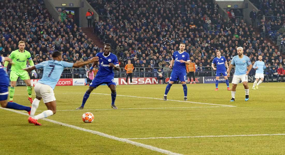 Premier League: Sterling puissance 3 et Manchester City met la pression sur Liverpool