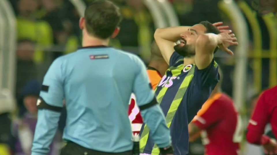 Turquie : Le Galatasaray surprend Fenerbahce (3-1) et prend la tête du classement, vidéo